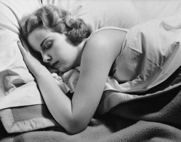 Dormire-troppo-fa-ingrassare-586x459